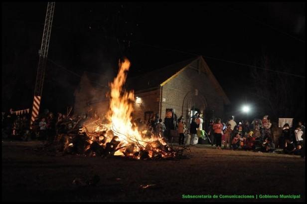 Más de 800 personas participaron de las fogatas en Hinojo