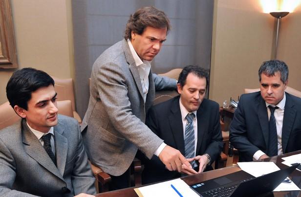 Scioli toma medidas de ahorro en la administración