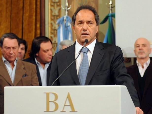 El gobernador bonaerense Daniel Scioli ofreció una conferencia de prensa