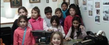 """Los chicos del paraje """"Los Chilenos"""" visitaron el Archivo Histórico Municipal"""