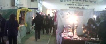 Feria artesanal en el salón Amadeo Bellingeri del Club El Fortín