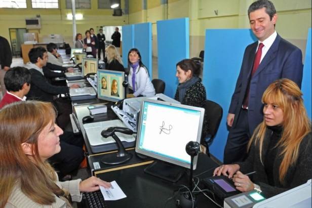 Laprida: 45 extranjeros podrán realizar el DNI digital