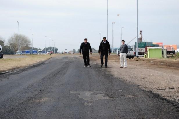 Bolívar: La Municipalidad comenzó con la obra de bacheo en la Ruta 65