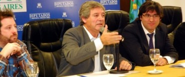 El diputado provincial olavarriense, César Valicenti en un encuentro con el titular de Anses
