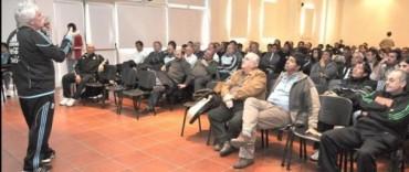 Con gran cantidad de público disertó el profesor Gerardo Salorio