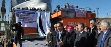 Scioli en la botadura del buque más grande de los últimos 30 años