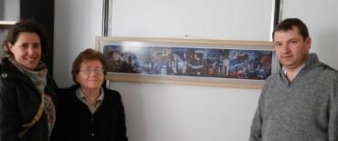 Ayacucho: el intendente recibió donación de un cuadro representativo de nuestra historia