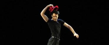 """Azul: Iñaki Urlezaga presenta su flamante espectáculo """"Aires de Tango""""."""