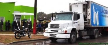 """Cientos de personas se acercaron a los camiones de """"Lácteos y Carne para Todos"""""""