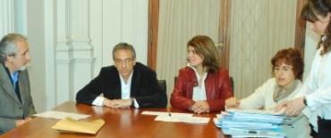 Se firmaron nuevos contratos de venta de lotes en el PIO V  y el Parque de Granos