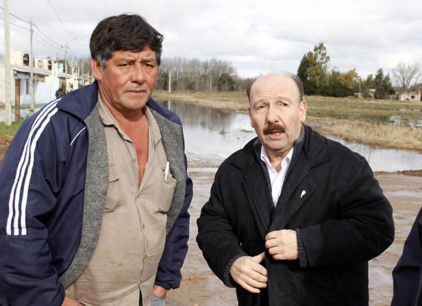 Azul: El intendente Inza estuvo esta tarde en viviendas de vecinos afectados por la inundación