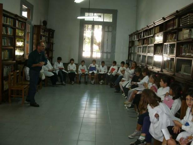 Asamblea extraordinaria en la Biblioteca Collinet