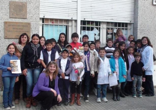 """Los chicos del paraje """"La Moderna"""" visitaron el Archivo Histórico Municipal"""