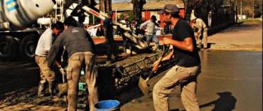 Sierras Bayas: Comenzó la pavimentación de 31 cuadras