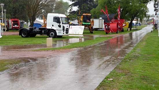 Luego de una jornada empañada por la lluvia, la Expo Olavarría 2012 continúa