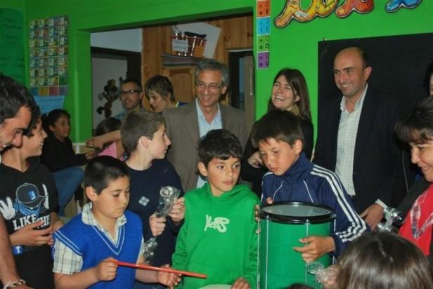 El Intendente Eseverri encabezó la entrega de instrumentos musicales a Callejeada Belén y Centro de Día Municipal Nº 2