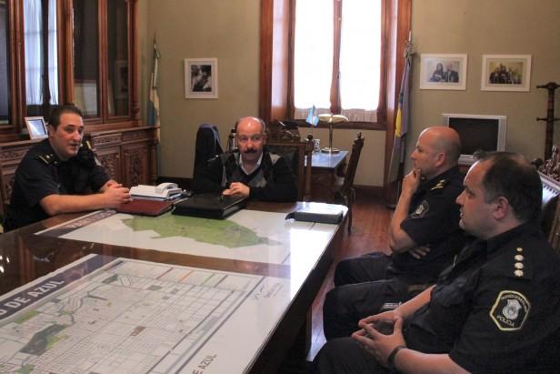 Azul: Inza se reunió con la policía para interiorizarse sobre el avance de la investigación por la agresión a Marambio