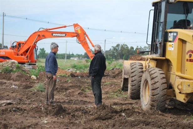 Nivelación de terreno y relleno de cavas en la Zona de Actividades Logísticas