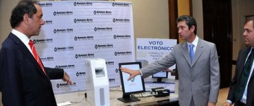Sectores afines a Scioli impulsan el voto electrónico para el 2013