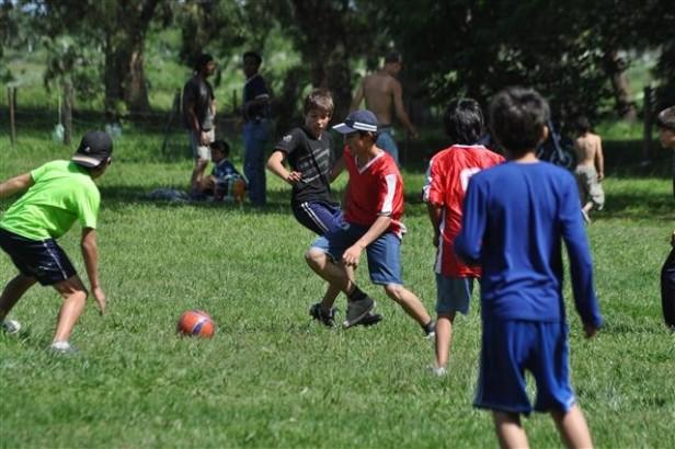 """Se realizó un encuentro de fútbol para adolescentes en el Parque Municipal """"La Máxima"""""""