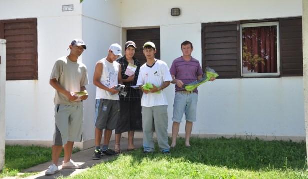 La Madrid: Los Jóvenes del programa Envión repartieron Bolsitas