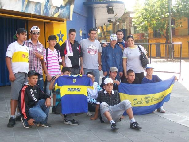 """Los chicos del Centro de Día Municipal """"La Granja"""" visitaron la Bombonera"""