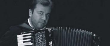 """El bandoneonista Facundo Quiroga en el Centro Cultural Municipal """"Hogar San José"""""""