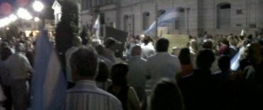 8N: importante concentración de gente en Olavarría