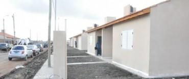 Entrega  de 5 viviendas del Barrio Bancario III