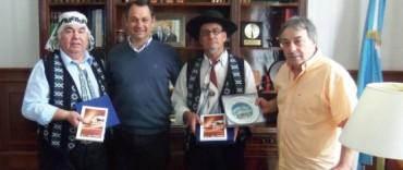 """Alvear: el intendente Celillo recibió la visita del cantor sureño   """"El Indio López"""""""