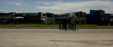 El paro en Olavarría: mientras se advierte la adhesión en distintos sectores, hay concentración en ruta 226 y 51