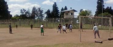 Primer encuentro de fútbol universitario en la Unidad Nº 38