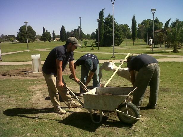 Colocan nuevos aparatos en el Parque Helios Eseverri