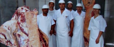 Parrilleros olavarrienses viajaron a Brasil para preparar el tradicional asado argentino para más de mil personas