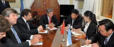 Diputados con una comitiva de funcionarios y empresarios de China