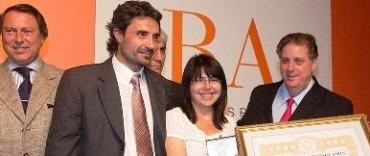 Egresada de Arqueología recibió el premio a mejor promedio de la Provincia