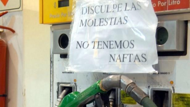 Problemas para cargar combustible en rutas a la Costa y algunas provincias