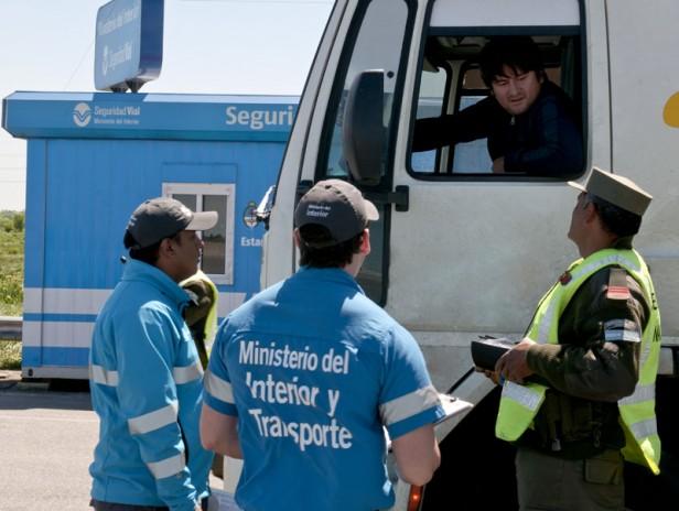 El Ministerio del Interior y Transporte controló más de 17.000 vehículos