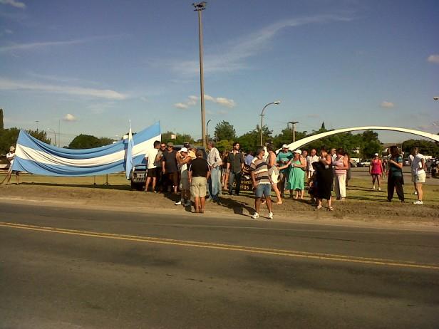Se realizó una marcha y concentración por el mal estado de la ruta 51