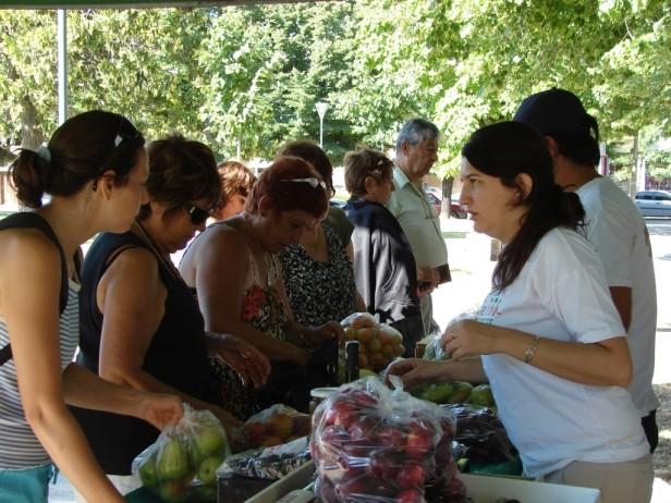 """""""Frutas para todos""""  en la Plaza López Camelo"""