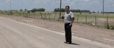 El intendente Cellillo recorrió calles con mejorado de Villa Barreiro
