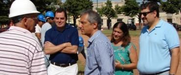 El Intendente visitó la obra de mejoramiento de la plaza Manuel Belgrano