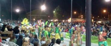 Corsos: miles de personas en otra noche de fiesta popular