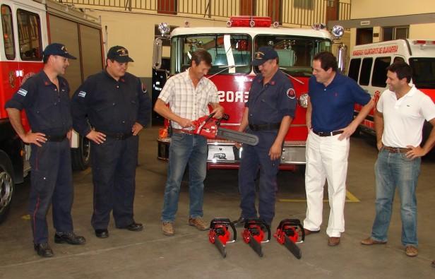 El Gobierno Municipal adquirió equipos de comunicaciones y motosierras para el Cuerpo de Bomberos Voluntarios