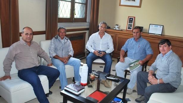El Intendente Eseverri recibió a dirigentes del Club de Santa Luisa