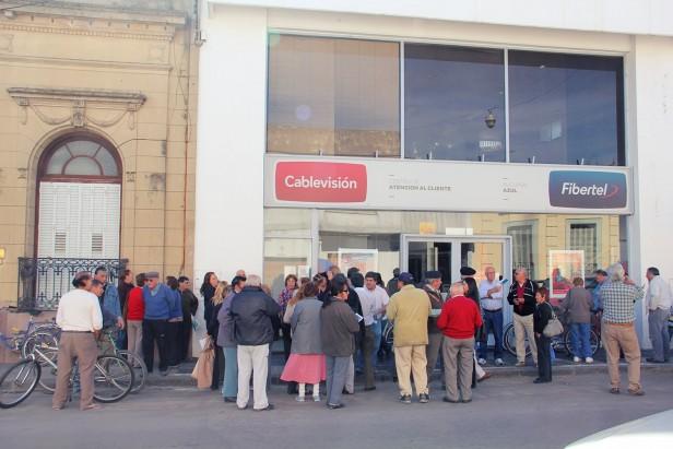Azul: movilización a Cablevisión por el cobro de aumentos no autorizados en el  abono mensual