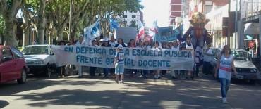 Movilización de docentes en Olavarría, mientras se espera la paritaria