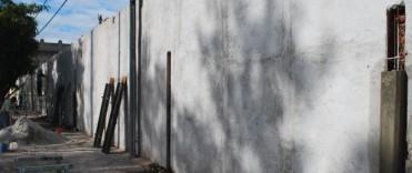 Se continúa trabajando en los arreglos del muro perimetral del Cementerio Municipal