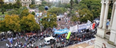 """El Frente Gremial movilizó millares de docentes para enviar """"un mensaje"""" a Scioli"""