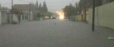 La lluvia produjo anegamientos en varias calles de la ciudad